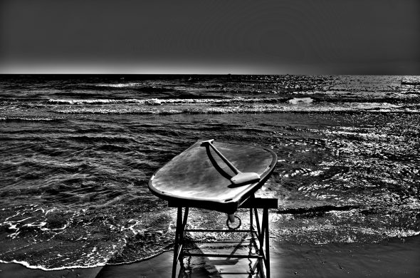חזקה בים שחור לבן
