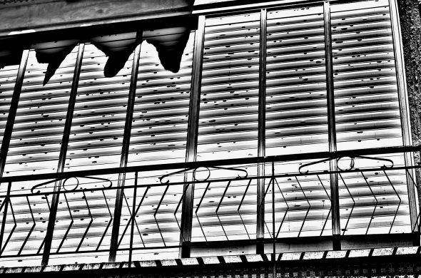 מרפסת שחור לבן